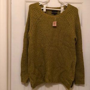 NWT - Green Tunic Sweater - American Eagle Size M